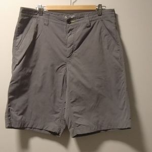 Men's mountain hardwear active shorts sz 38